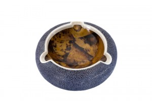 ANNA BLUM_Ashtray_Navy Blue Shagreen_Tiger Shell