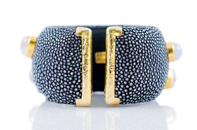 ANNA BLUM_CABAROQUE_CUFF BRACELET_Black_no pearls_back