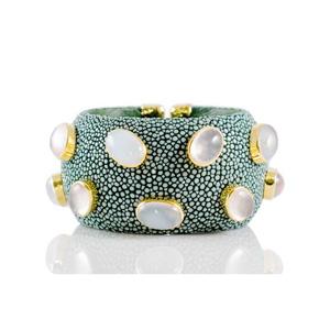 ANNA BLUM_CABAROQUE_CUFF BRACELET_Emerald Green_no pearls_TB
