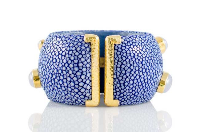 ANNA BLUM_CABAROQUE_CUFF BRACELET_Ocean Blue_Moonstone_no pearls_back