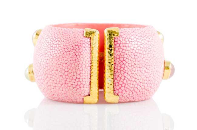 ANNA BLUM_CABAROQUE_CUFF BRACELET_Rose Pink_no pearls_back
